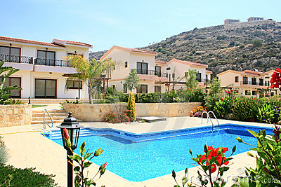 Häuser und Swimmingpool