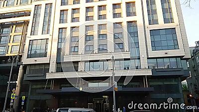 Hôtel intercontinental sur la rue de Tverskaya à Moscou banque de vidéos