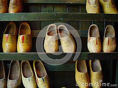Hölzerne Schuhe