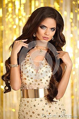 Free Hair. Elegant Brunette Woman. Fashion Jewelry. Wavy Hairstyle. S Stock Photo - 94559730