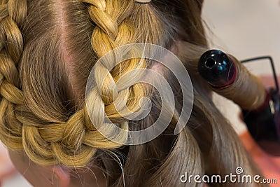 Hairdresser makes braids