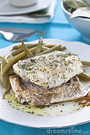 Hake fillet with green beans