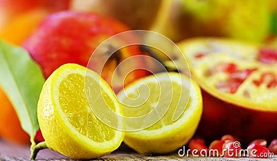 Half Lemon slices and berrys