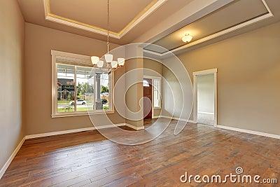 hall d 39 entr e maison de toute neuve photo stock image 76167838. Black Bedroom Furniture Sets. Home Design Ideas