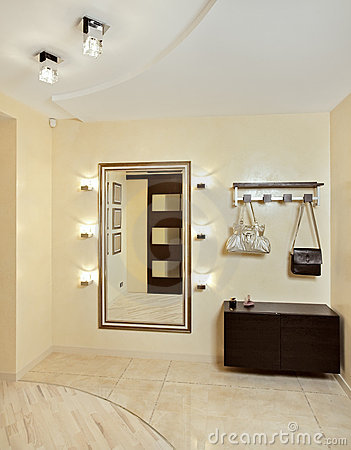 Free Hall In Beige Tones With Hallstand And Mirror Stock Photo - 11300490
