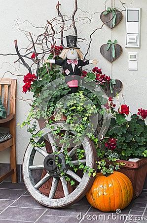 Free Halloween Decoration - Pumpkin, Scarecrow, Old Wooden Wheel Near The Door Stock Photography - 60237702