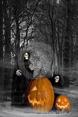 Free Halloween Ghouls In Forest Royalty Free Stock Photography - 20909057
