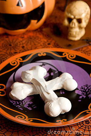 Free Halloween Meringue Bones Royalty Free Stock Photo - 6492285