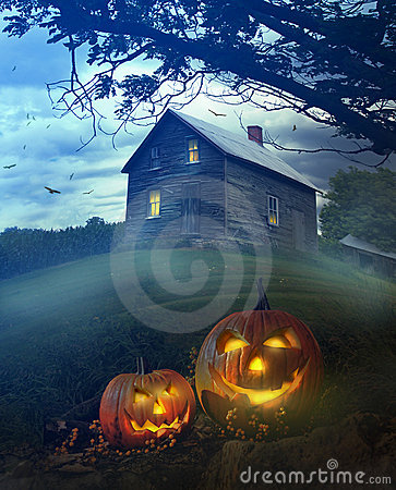 Free Halloween Pumpkins In Front Of Spooky House Stock Photography - 21391902