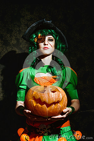 Free Halloween Witch Holds An Orange Pumpkin Stock Photos - 77622313
