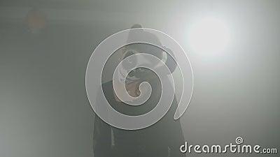 Halloweenowa karnawałowa przerażająca piekło lali czaszki kobieta jest ubranym czerni suknię włosianych pigtails i patrzejący ekr zbiory