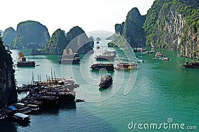 Halong залива Редакционное Изображение