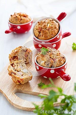 Ham, cheese and tomato muffins