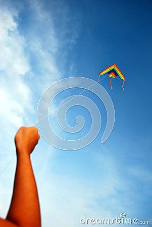 Hand die een Vlieger houdt