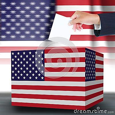 Hand, die Stimmzettel und Kasten hält
