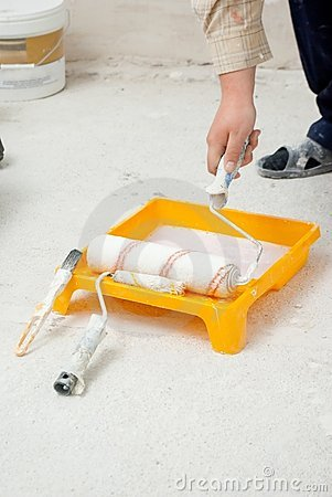 Hand dipping paint roller