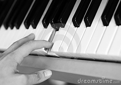 Hand and keyboard instrument