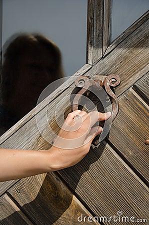 Free Hand Knock Retro Rusty Door Handle Ringer Knocker Stock Photography - 40495472