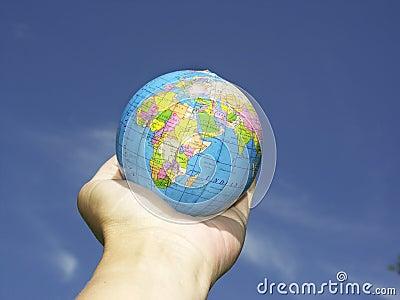 Hand n globe