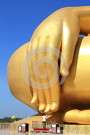 Free Hand Of Biggest Golden Buddha Statue On Blue Sky Background Stock Image - 46166871