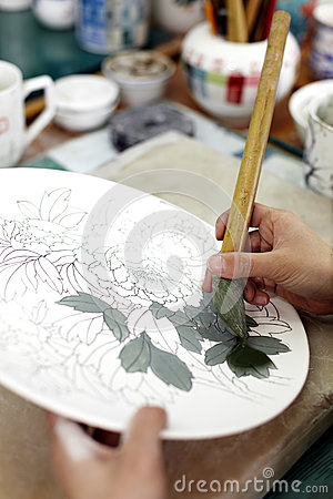 Hand-painting of Chinese ceramics