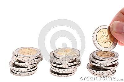Hand puts a two-eur coin on third coin column