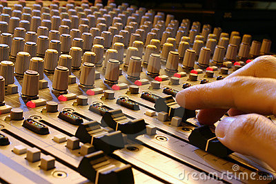 Hand and sound mixer