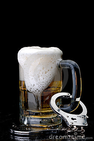 Free Handcuffs On The Handle Of A Beer Mug Royalty Free Stock Images - 12969199