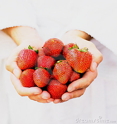 Free Handful Of Strawberries Royalty Free Stock Image - 857946