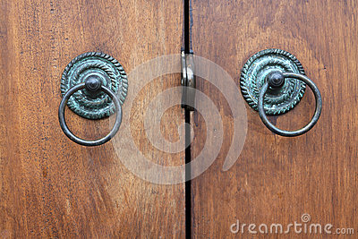 handle of wood door