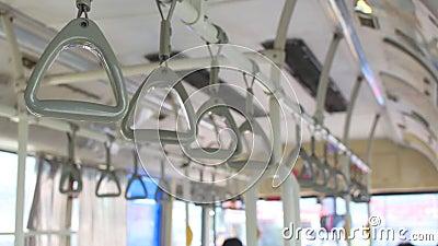 Handrail på den rörliga bussen utan människor och tomt utrymme