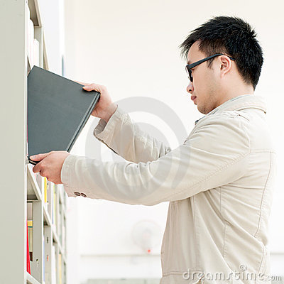 Handsome man, the selection of books in the librar