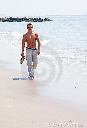 Free Handsome Man Walking On Beach Royalty Free Stock Images - 10865869