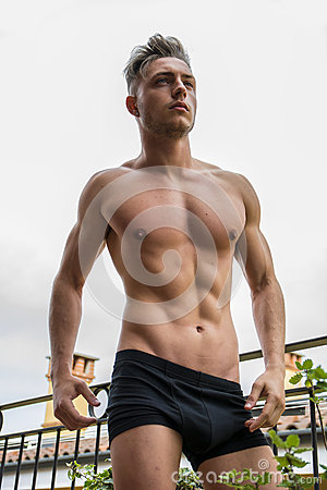 Free Handsome Shirtless Muscular Young Man Outdoor Royalty Free Stock Photos - 71435598