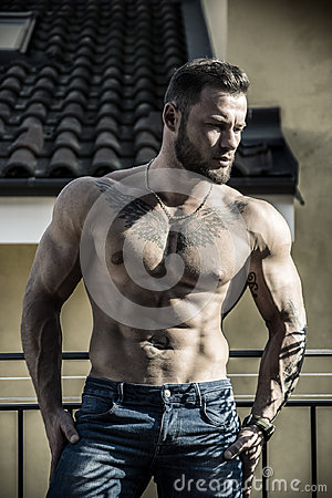 Free Handsome Shirtless Muscular Young Man Outdoor Stock Images - 96525004