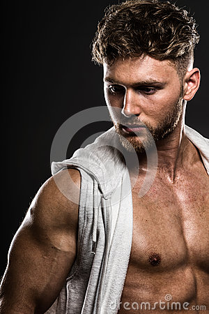 Free Handsome Young Bodybuilder, On Grey Stock Photography - 70709572