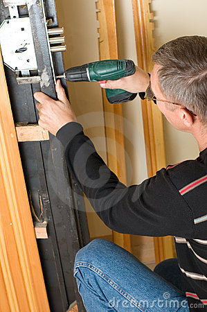 Free Handyman Repairing Lock Royalty Free Stock Photos - 11792918