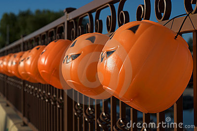 Hanging Jack-o-lanterns as Halloween Luminaries
