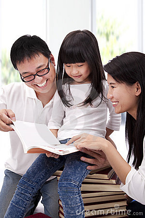 Free Happy Asian Family Studying Together Royalty Free Stock Images - 17986069