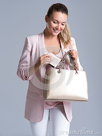 Free Happy Beautiful Woman With Handbag And Wallet In Shopping Stock Photos - 101278863