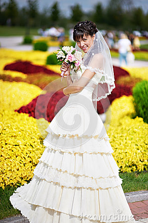 Free Happy Bride With White Wedding Bouquet Royalty Free Stock Photo - 30216895