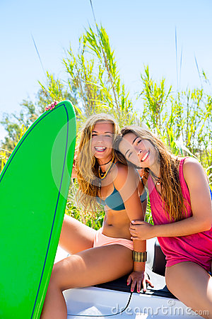 Free Happy Crazy Teen Surfer Girls Smiling On Car Royalty Free Stock Photos - 33328888