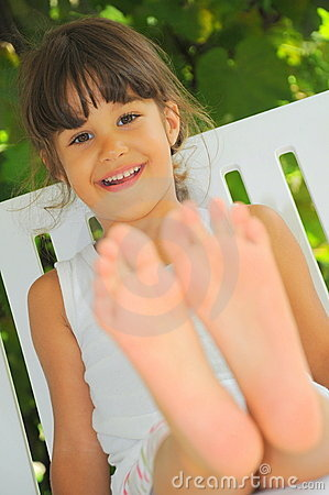 Happy feet (girl portrait)