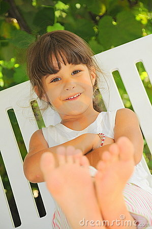 Happy feet (girl portrait)