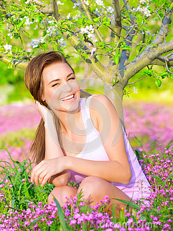 Free Happy Girl Enjoying Nature Stock Images - 39452464