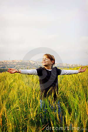 Free Happy Girl In A Field Royalty Free Stock Images - 13695359