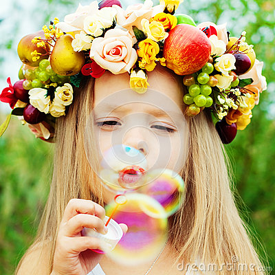 Free Happy Kid With Soap Bubbles Royalty Free Stock Image - 74183756
