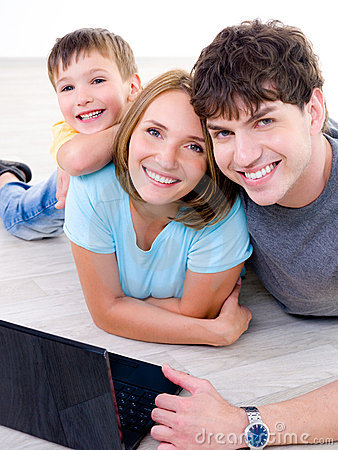 Free Happy Laughing Family With Laptop Royalty Free Stock Photography - 15163677