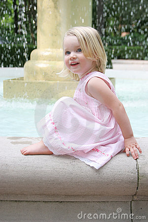 Free Happy Little Girl Royalty Free Stock Images - 305669
