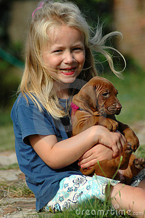 Free Happy Little Girl With Puppy Royalty Free Stock Images - 24044579